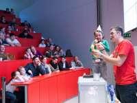 Különleges szülinap Debrecenben: fizikai kísérletek, csillagászat, robotfelvonulás...